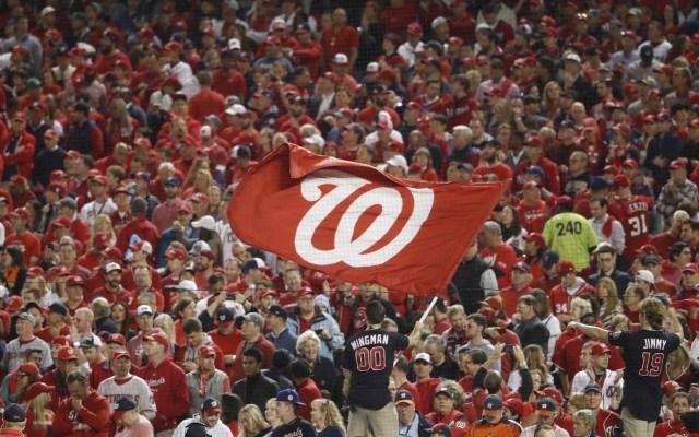 MLB analiza iniciar temporada en sedes de entrenamiento y sin público - Foto de EFE/EPA/ERIK S. LESSER.