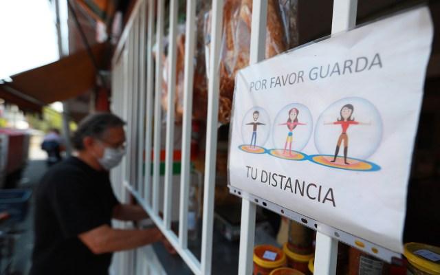 Faltan seis semanas de Jornada de Sana Distancia, señala López-Gatell - Petición de 'sana distancia' en tortillería de la Ciudad de México. Foto de Notimex