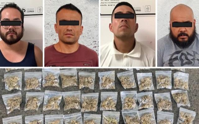Detienen en Azcapotzalco a cuatro presuntos narcomenudistas - Presuntos narcomenudistas detenidos en Azcapotzalco. Foto Especial / Milenio