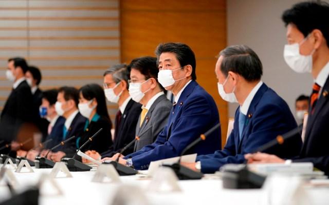 Japón aprobaría tratamiento contra COVID-19 en menos de una semana - Shinzo Abe y funcionarios de Salud de Japón