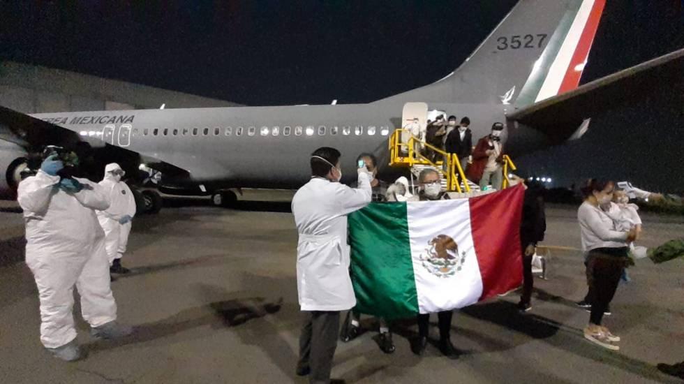 Aplaude Marcelo Ebrard repatriación de mexicanos ante pandemia de COVID-19 - Repatriación de mexicanos por pandemia de COVID-19. Foto de SRE / Archivo