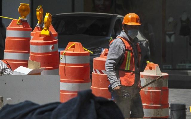 Construcción, minería y sector automotriz podrán reiniciar operaciones antes del 1 de junio - Trabajadores de construcción