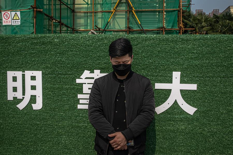 China rinde homenaje a las víctimas mortales del coronavirus - Foto de EFE.