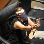 Explica la senadora Malú Micher descuido durante reunión virtual