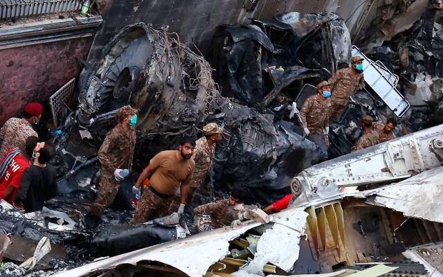 Accidente de avión en Pakistán deja 97 muertos y dos sobrevivientes - accidente avión Pakistán