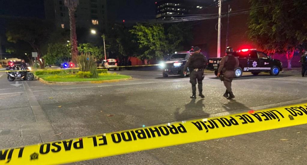 Sujetos balean a adolescente en Guadalajara - Acordonamiento de calle en la que terminó la persecución de tres sujetos en Guadalajara