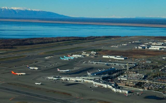 Cierran aeropuerto en Alaska tras incidente de seguridad en vuelo - Aeropuerto Internacional Ted Stevens Anchorage