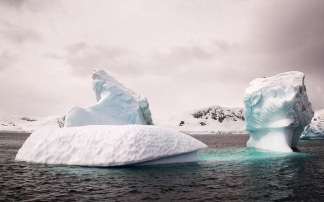 Capas de hielo en Antártida son capaces de retroceder hasta 50 metros al día - Antártida. Foto de Mathieu Perrier / Unsplash