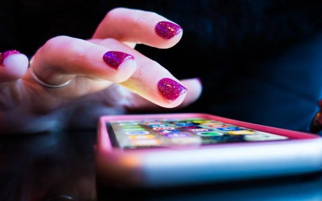 Sector comercial ofrece aplicación a tiendas locales para ventas en línea - Aplicaciones teléfono inteligente dispositivo