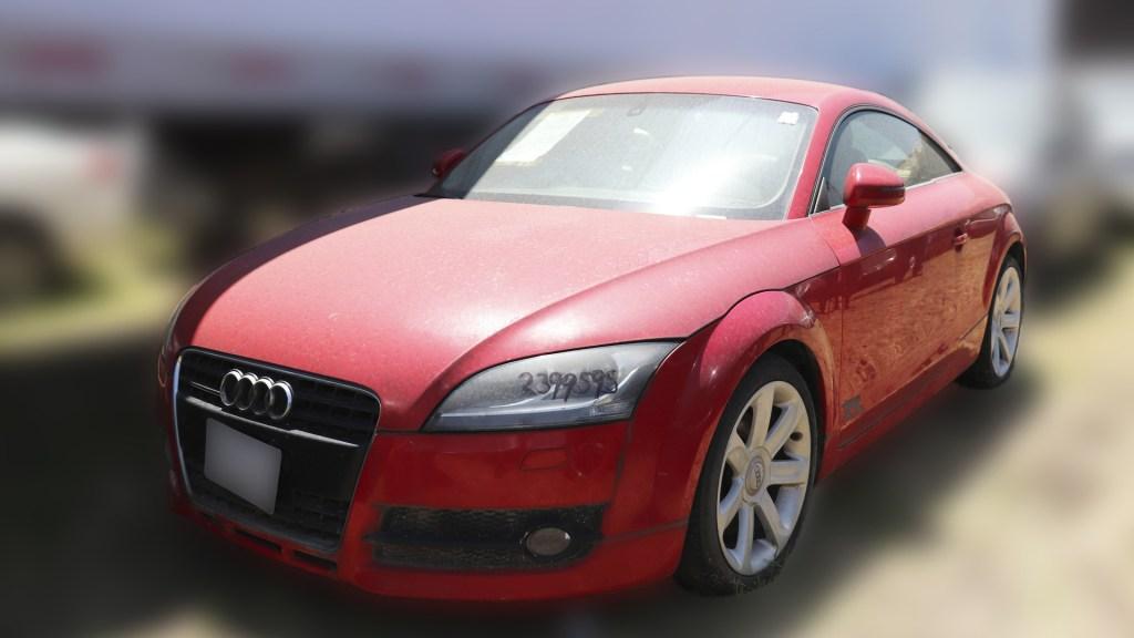 Anuncian nueva subasta de autos e inmuebles en Los Pinos - Audi rojo que se subastará el próximo 17 de mayo en Los Pinos. Foto de Indep