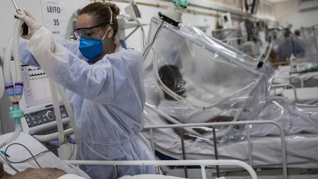 Dos de cada tres pacientes intubados en cuidados intensivos por COVID-19 murieron en Brasil - COVID-19 coronavirus hospital Manaos Brasil