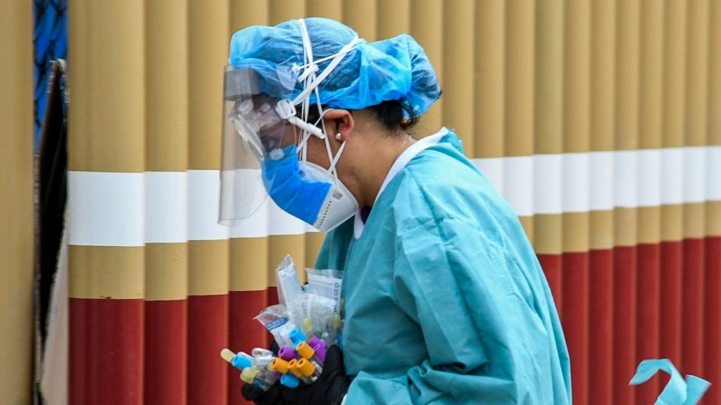 #Video México supera a China en número de muertos por COVID-19; van 4 mil 767 - COVID-19 México coronavirus 2 médicos Hospital