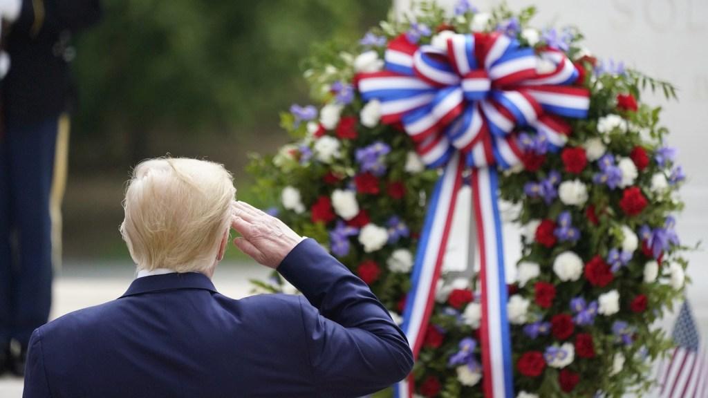 Trump viaja para conmemorar el Día de los Caídos en medio de la epidemia - Donald Trump Estados Unidos cementerio homenaje