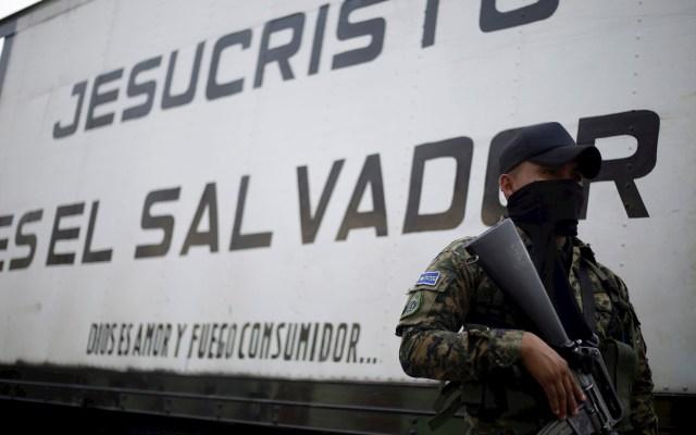 """El Salvador está a """"poca distancia"""" de convertirse en dictadura, asevera HRW - El Salvador violencia agente seguridad arma"""
