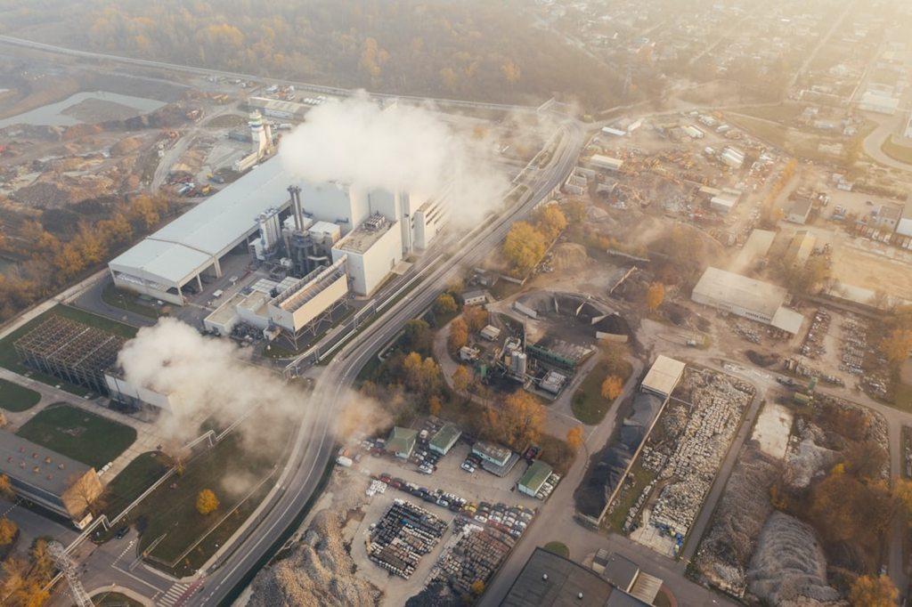 COVID-19 provocaría la mayor reducción de emisiones de CO2 que se haya registrado - Foto de Marcin Jozwiak