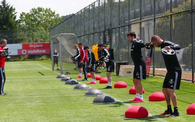 """Besiktas detecta ocho casos de COVID-19, tras una semana de volver a los entrenamientos - El conjunto de las """"águilas negras"""" reinició entrenamientos hace una semana"""