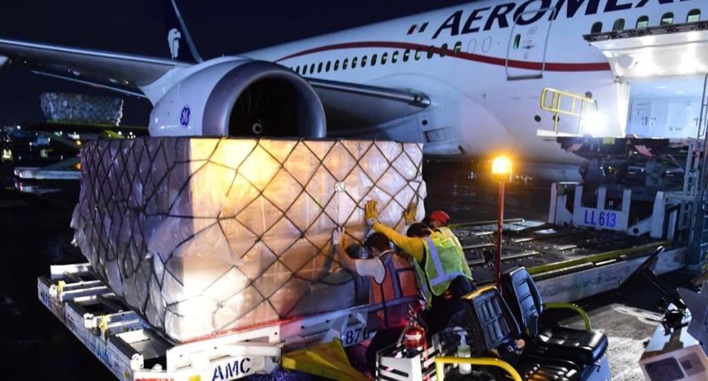 Aterriza en el AICM el vuelo 12 procedente de Shanghái con ventiladores y mascarillas - Equipo de protección contra el COVID-19 procedente de Shanghái. Foto de @marthadelgado
