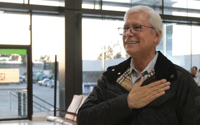 Arranca la carrera por la sucesión de Bonilla en Baja California; el análisis de Rubén Cortés - Jaime Bonilla en el Aeropuerto de Tijuana para recibir al presidente López Obrador, en marzo pasado. Foto de Notimex