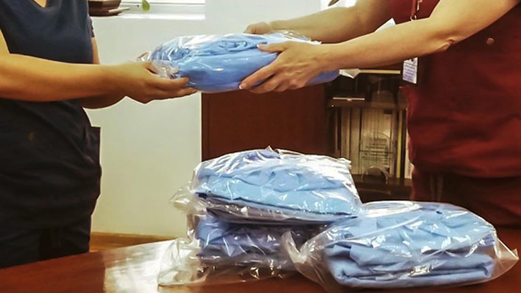 INE ordena a funcionarios retirar publicaciones con promoción sobre COVID-19 - Kits de protección contra el COVID-19. Foto de @SalaPrensaUNAM