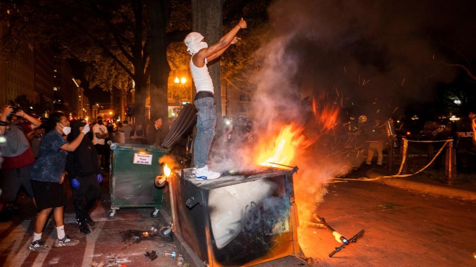 """Estados Unidos """"en llamas"""" por muerte de George Floyd - La mayoría de las protestas en todo Estados Unidos por la muerte de George Floyd a manos de un policía, terminan en actos vandálicos e incendios. Foto de EFE"""