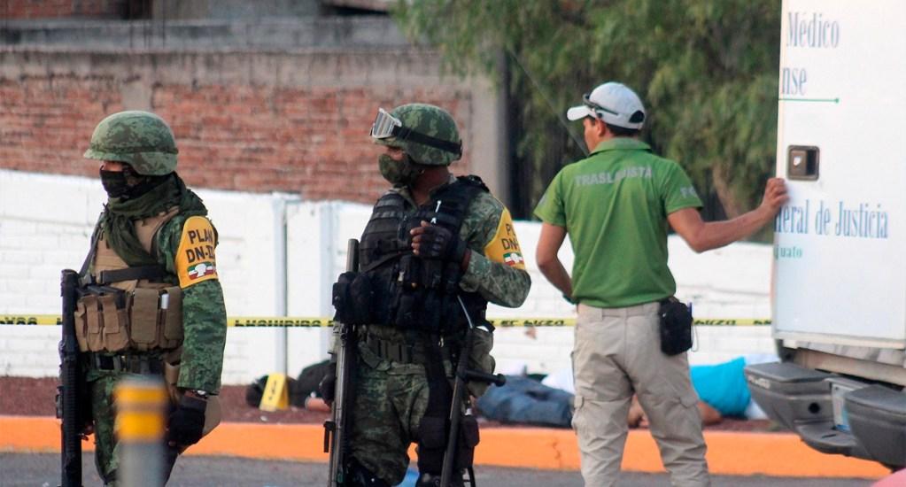 Grupo armado asesina a ocho jóvenes en Apaseo el Alto, Guanajuato - Al lugar del ataque llegaron elementos del Ejército Mexicano para resguardar la zona
