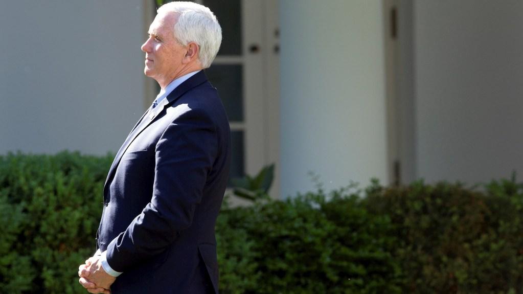 Mike Pence pospone actos de campaña en Arizona y Florida por COVID-19 - Mike Pence. Foto de EFE/EPA/Stefani Reynolds.