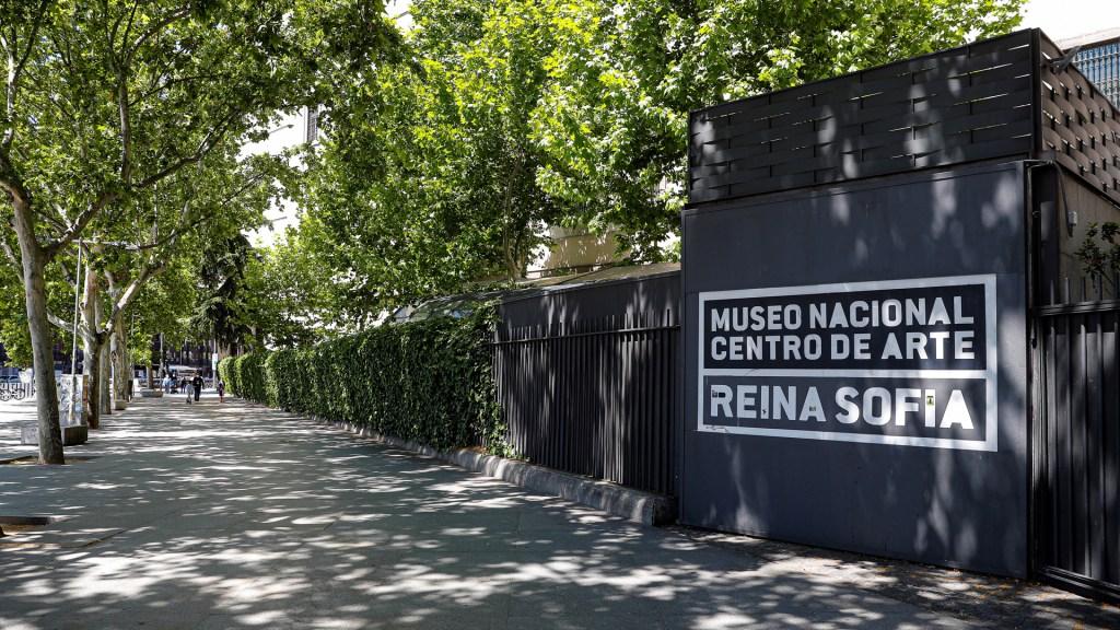 Museos festejan sin gente su Día Internacional - Museo Reina Sofía de España cerrado. Foto de EFE