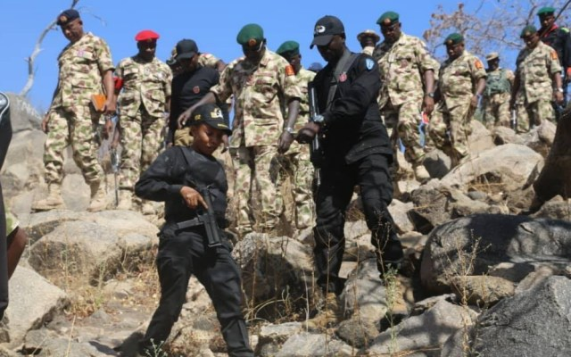 Ataques de bandidos en Nigeria dejan al menos 60 muertos - Nigeria policías militares