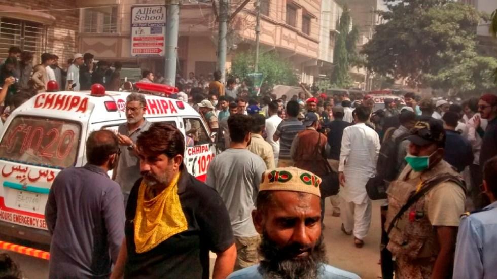 Avión se estrella en Pakistán con 107 personas a bordo - Foto de EFE
