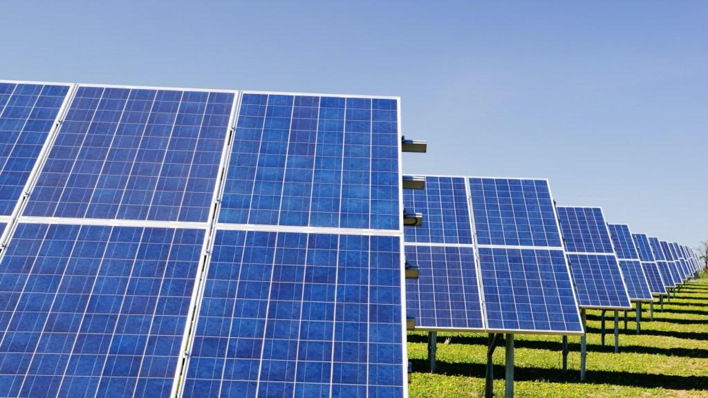 Claves para entender la nueva normativa energética de México - Paneles solares. Foto de Zbynek Burival / Unsplash