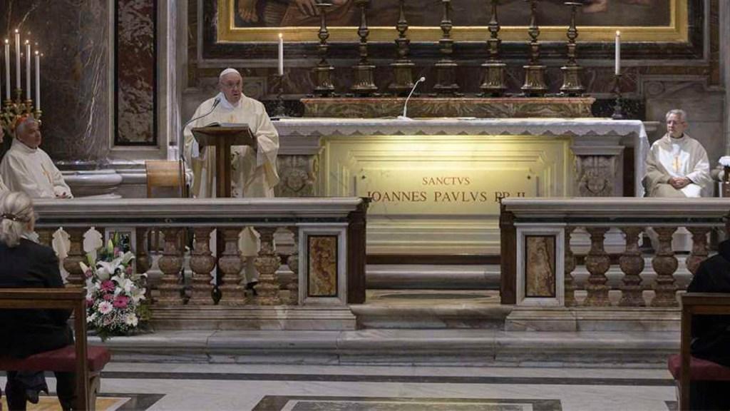 Papa Francisco ofrece misa con fieles por centenario del nacimiento de Juan Pablo II - Papa Francisco misa fieles coronavirus COVID-19