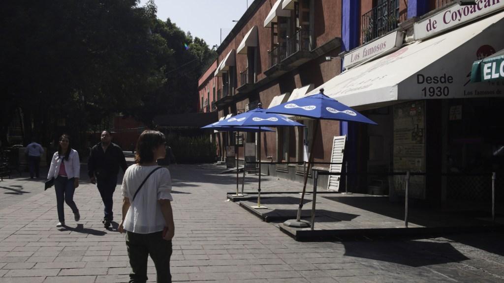 """""""No vamos a caer en la provocación"""", afirma Sheinbaum sobre politización del cierre de restaurantes - Pocos son los restaurantes aún abiertos en Coyocán ante la pandemia de COVID-19. Foto de Notimex"""
