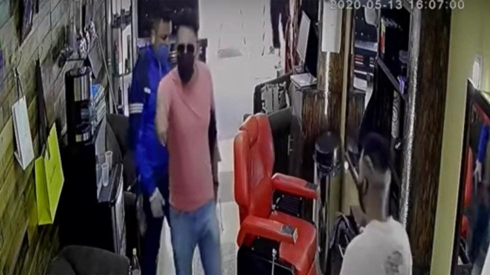 #Video Usan cubrebocas para asaltar barbería en Iztapalapa - Usan cubrebocas para asaltar barbería en Iztapalapa