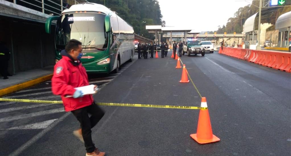 Asesinan a pasajero de Flecha Roja durante asalto en la México-Toluca - Dos hombres que se hicieron pasar por pasajeros se levantaron de sus asientos para exigir las pertenencias de los usuarios
