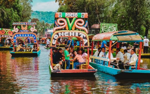 PIB turístico de México se contraería hasta 29 por ciento por pandemia - Trajineras en Xochimilco. Foto de Roberto Carlos Roman / Unsplash
