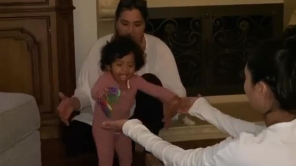 #Video Vanessa Bryant comparte los primeros pasos de su hija Capri - Vanessa Bryant Capri primeros pasos bebé