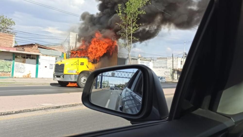 Alerta roja en Celaya, Cortázar, Apaseo el Alto y Juventino Rosas, Guanajuato; delincuentes incendian vehículos - Foto de @ElIndioTemido