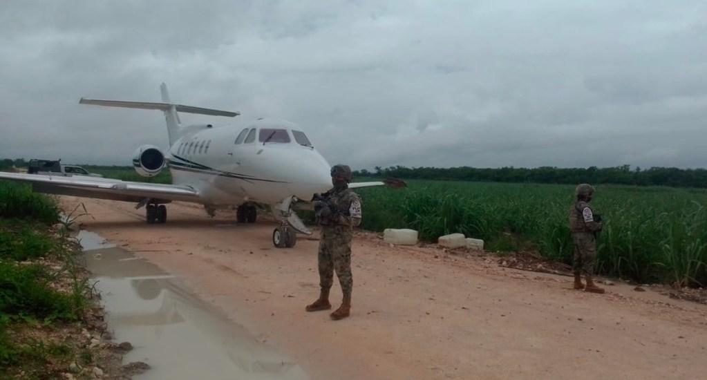 Marina encuentra avión ligero abandonado en pista clandestina de Chetumal - Avión ligero abandonado en Chetumal