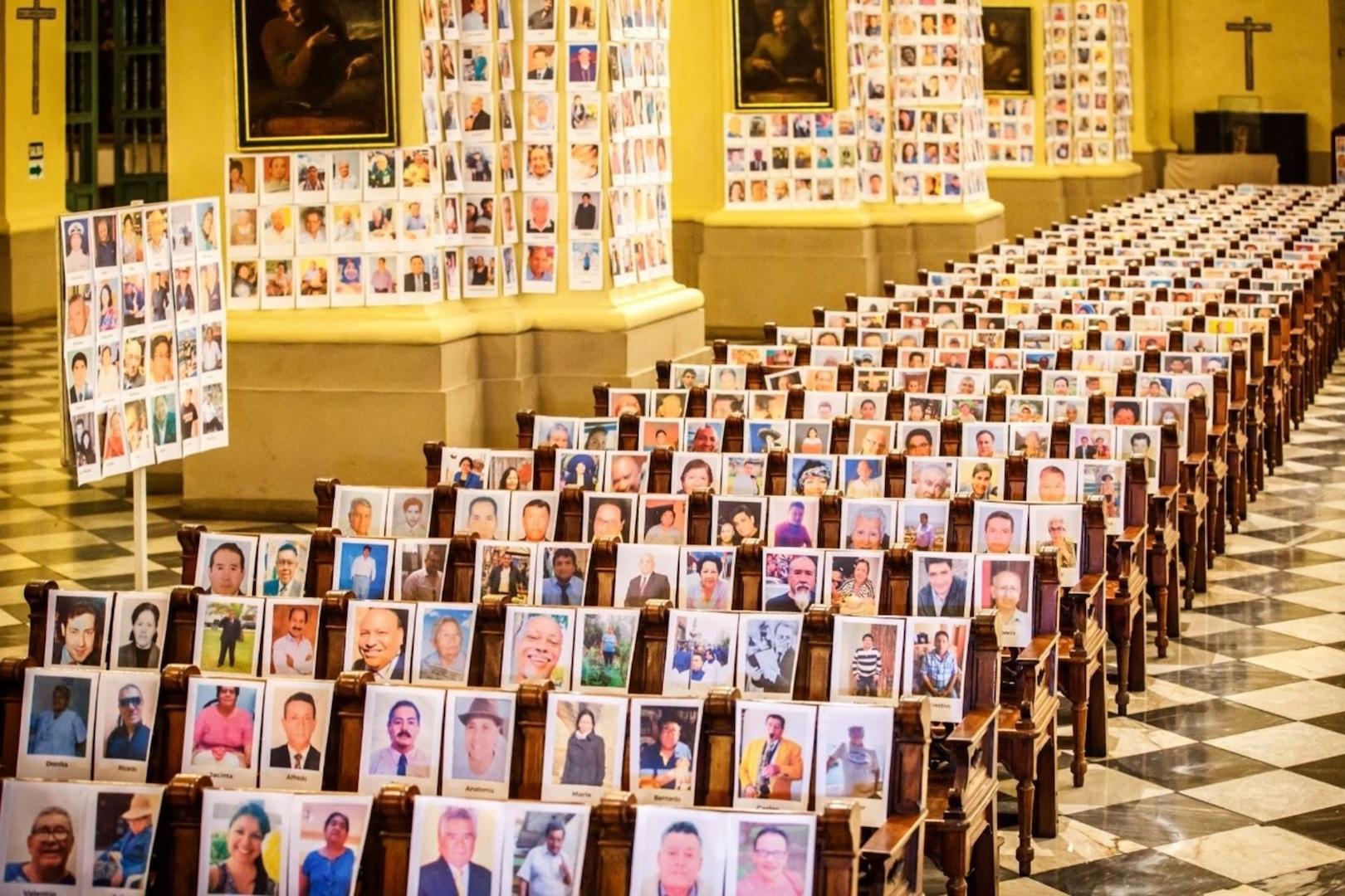 Retratos de 4.000 muertos por virus presentes en misa — Perú