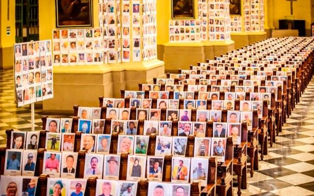 #Video Catedral de Lima celebra misa con más de 5 mil fotos de víctimas de COVID-19 - Foto de EFE