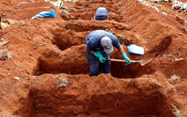 Casos globales de COVID-19 llegan a casi 9.3 millones, según la OMS - Nuevas fosas para víctimas de COVID-19 en cementerio de Vila Formosa, Sao Paulo. Foto de EFE