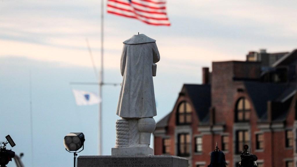 #Video 'Decapitan' estatua de Cristóbal Colón en Boston - 'Decapitan' estatua de Cristóbal Colón en Boston