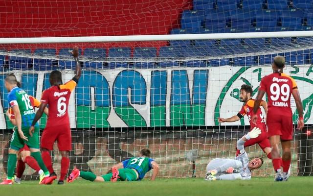 #Video Muslera sufre fractura de tibia y peroné en Galatasaray vs Rizespor - Foto de EFE