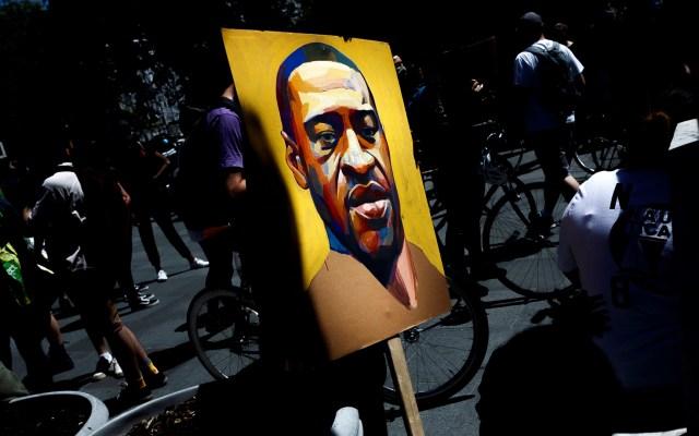 George Floyd alertó 20 veces a policías que no podía respirar - Ilustración de George Floyd utilizada en protesta por su muerte en Nueva York. Foto de EFE