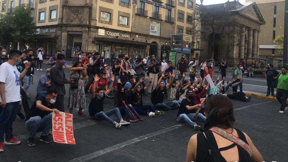 Localizan a 14 jóvenes desaparecidos tras protestas en Jalisco - Jalisco Guadalajara Giovanni Lopez protestas