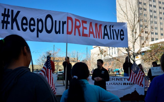 """Artistas de Hollywood celebran que """"soñadores"""" puedan seguir viviendo en EE.UU. - Manifestantes a favor de DACA"""