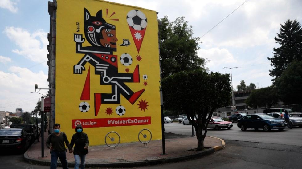 México celebra con arte urbano el regreso del futbol español - Foto de EFE