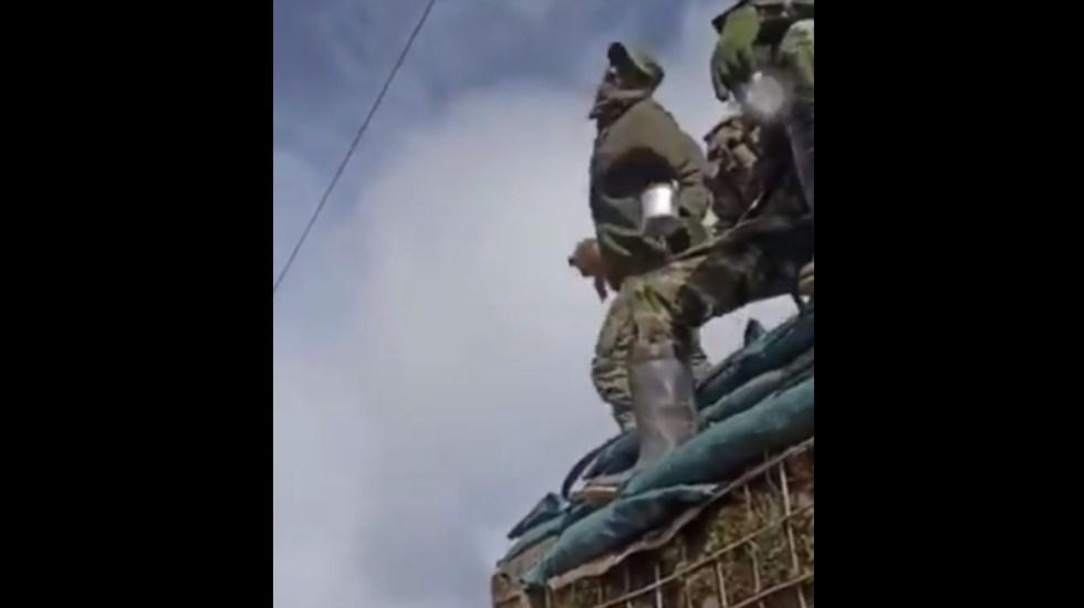 #Video Soldado en Colombia investigado tras lanzar a perro desde varios metros - Militar Colombia perro Nariño