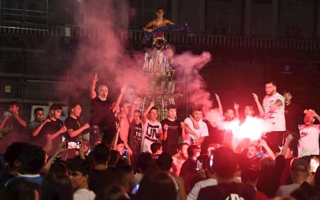 Aficionados del Nápoles celebran en las calles triunfo en Copa Italia - Nápoles aficionados celebración calles