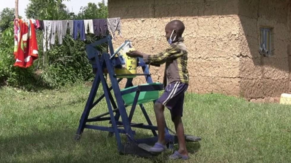 Niño keniano diseña ingenioso sistema para lavarse las manos - Niño Kenia máquina lavarse las manos